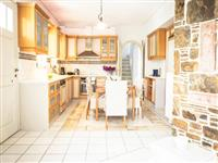 Well equipped kitchen with dining area