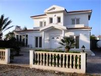 Private Pool and Gardens, Private Parking, Fully Air Conditioned. Near Sea and Beaches