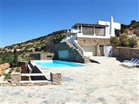 Villa with panoramic views for 4